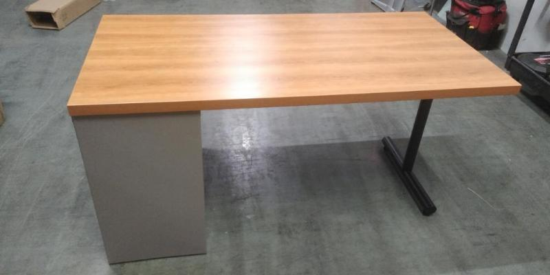 "Single Pedestal Laminate  Desk,  60"" x 30"" Color: Oak"